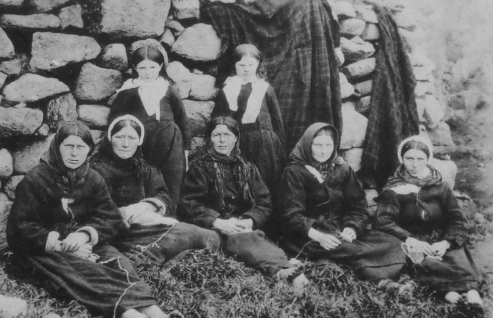 http://northernlace.files.wordpress.com/2013/04/old-photograph-islanders-st-kilda-scotland.jpg