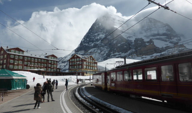 004  KS JJ train and Eiger