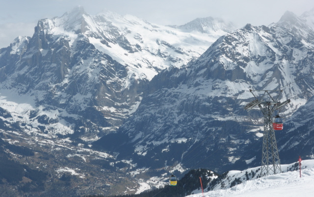 017 Wetterhorn and Eiger from M